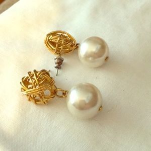 Jewelry - Pearl earrings with gold wire studs